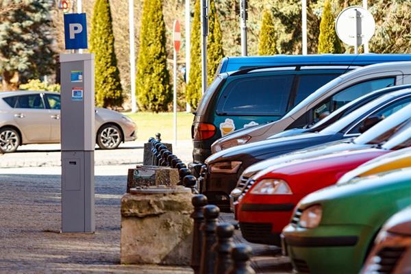 Parkowanie w Kołobrzegu będzie droższe – przegłosowali