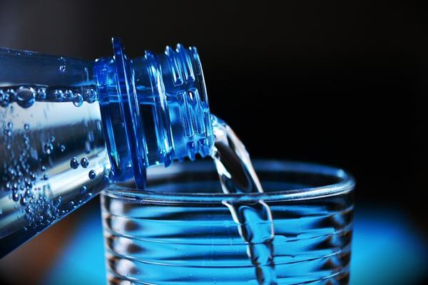 Butelka filtrująca – chwilowy trend czy chwyt na zdrowie?